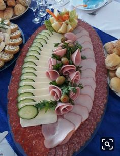 Decorations in spectacular and delicious Geric - Food Carving Ideas Party Food Platters, Meat Platter, Food Carving, Food Garnishes, Food Decoration, Appetisers, Party Snacks, Food Design, Design Design