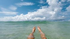 First Person POV gopro video of a woman's feet while floating in a tropical ocean. Ocean Gif, Ocean Video, Aesthetic Gif, Aesthetic Videos, Aesthetic Dark, Aesthetic Pastel, Aesthetic Vintage, Vacation Images, Photographie Indie