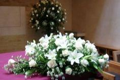 Arreglo floral para la mesa de novios de Eryan Flores y Arte | Foto 6 Wedding Table, Ideas Para, Flower Arrangements, Plants, Church Weddings, Facebook, Floral Decorations, Flower Vases, Table Flower Arrangements