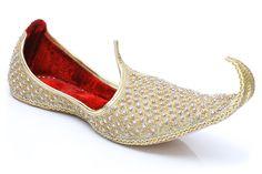Groom Wedding Shoes, Groom Shoes, Wedding Wear, Trendy Wedding, Wedding Dresses, Wedding Outfits, Indian Man, Indian Groom, Indian Shoes