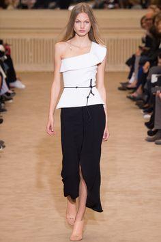 Roland Mouret Spring 2016 Ready-to-Wear Fashion Show - Annika Krijt (Elite)