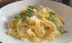 Η συνταγή της Majenco για τα απόλυτα μακαρόνια Fettuccine που γίνονται μέσα σε 10 λεπτά - Newsbomb Macaroni And Cheese, Spaghetti, Ethnic Recipes, Food, Lifestyle, Mac And Cheese, Essen, Meals, Yemek