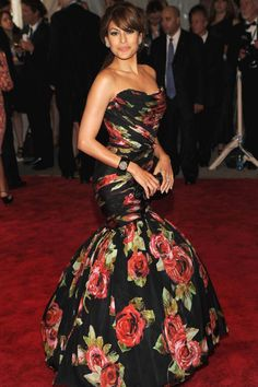 """May 2010 Where: At the """"American Woman: Fashioning a National Identity"""" Costume Institute Gala at the Metropolitan Museum of Art Eva Mendes Dress, Costume Institute, Christmas Fashion, Blazer Fashion, American Women, Love Fashion, Petite Fashion, Lady, Strapless Dress Formal"""