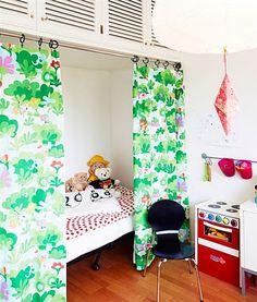 quarto-criança-cortina-na-cama