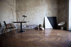 Ambience with Achille & Pier Giacomo Castiglioni, 1962, and Giuseppe Friscia, Italy. #erastudioapartmentgallery #erastudio #designgallery #collectibledesign #italiandesign #historicaldesign #masterpiece #artworks #achillecastiglioni #piergiacomocastiglioni #taccia #ambience #vintage #interior #inspiration #lamp #painting #artist #giuseppefriscia