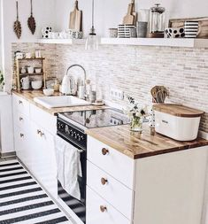 48 Catchy Small Kitchen Ideas That Can Make Inspire All People apartment kitchen Creative ideas can be put to good use when coming up with a small kitchen design. Small Apartment Kitchen, Home Decor Kitchen, Kitchen Interior, New Kitchen, Kitchen Dining, Nordic Kitchen, Kitchen White, Small Kitchen Backsplash, Kitchen Cabinets