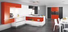 Cette configuration de meubles cuisine originale rythme l'espace en utilisant des couleurs franches et dynamiques. Découvrez l'ensemble graphique et coloré!