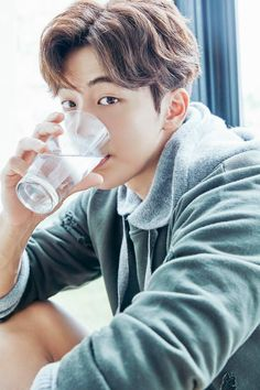 Nam Joo Hyuk on how to look handsome whilst consuming water Lee Jong Suk, Jong Hyuk, Park Hae Jin, Park Seo Joon, Sung Joon, Lee Sung Kyung, Asian Actors, Korean Actors, Monsta X