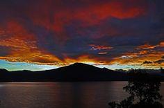 """Misterio y belleza del lago de Zirahuen (Misterio) Tomada por """"El Alto Lucero"""" (The High Bright Star)"""