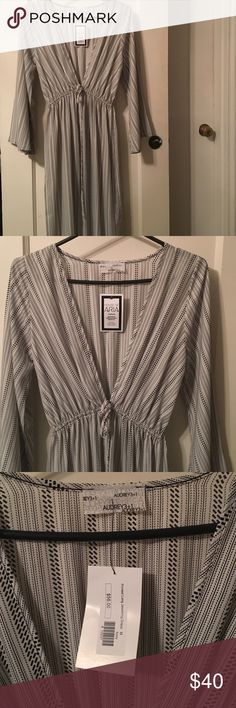 """NWT Audrey 3+1 Printed Maxi Dress - Sz M ✨PRICE DROP!✨ Printed, lightweight maxi dress by Audrey 3+1 in black/white. Draw string detail at the chest. Deep v-neck. Front slit approx 22"""" from hem- hits mid-thigh, depending on your height. NWT, never worn. Perfect for summer! 56.5"""" shoulder to hem. Audrey 3+1 Dresses Maxi"""