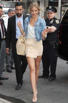 Camorn Diaz Style -  Denim Jacket | White Top | Beige Skirt | #camerondiaz #celebritystyle #denimjacket #beigeskirt
