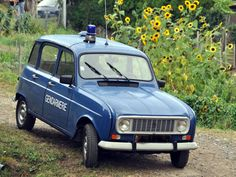 Louer une RENAULT 4 Gendarmerie de 1985 (Photo 1)                              …
