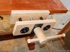 Homemade Quick Release Vise Ideas to be incorporated into my wood screw vice; make female thread in 2 halves.