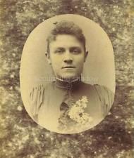 CABINET CARD PHOTO: Post Mortem MEMORIAL Handsome YOUNG WOMAN w BROOCH & CORSAGE