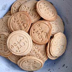 Betonová mísa od Industry Jewels Křehoučké a velmi máslové sušenky ovoněné skořicí. Při pečení se neroztečou, takže jsou ideální...