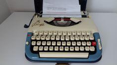 Schreibmaschine Princess 300 blau/ creme von freigeistdesign auf Etsy Typewriter, Mini, Creme, Etsy, Vintage, Free Spirit, Nice Designs, Ghosts, Writing