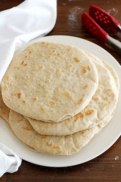 Make homemade bread that's simply delicious and perfect for all kinds of meals and special dinner occasions. You'll love these homemade bread recipes! Tortillas, Bread Recipes, Cooking Recipes, Vol Au Vent, Bread And Pastries, Bread Rolls, Scones, Bread Baking, Love Food
