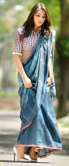 croptop linen A great way to use a chequered crop top. Wear it as a blouse with a sari in a contrasting shade Saree Blouse Patterns, Saree Blouse Designs, Blouse Back Neck Designs, Saree Styles, Blouse Styles, Ethnic Fashion, Indian Fashion, Saree Fashion, Fashion Suits