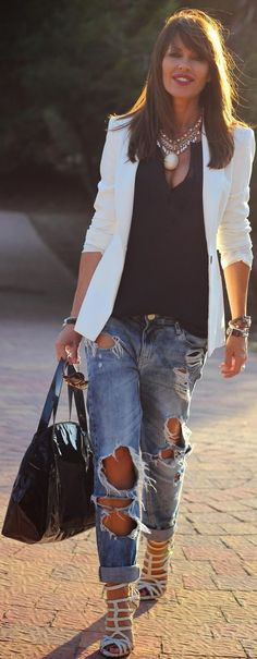 closet ideas fashion Ripped Jeans and White Blazer Outfit Idea Winter Mode Outfits, Winter Fashion Outfits, Summer Outfits, Indie Outfits, Simple Outfits, Outfits For Teens, Fashion 2020, Look Fashion, Cara Delevingne