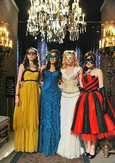 pretty little liars, pll, and ashley benson image Pretty Little Liars Aria, Pretty Little Liars Outfits, Masquerade Ball Dresses, Masquerade Masks, Masquerade Party, Girls First Communion Dresses, Plus Size Girls, Cool Halloween Costumes, Halloween Party
