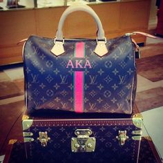 AKA handbag (Louis Vuitton Charlotte Store) - I actually saw this bag and it is REALLY nice! Aka Sorority, Alpha Kappa Alpha Sorority, Sorority Life, Lv Handbags, Louis Vuitton Handbags, My Bags, Purses And Bags, Alpha Female, Greek Life