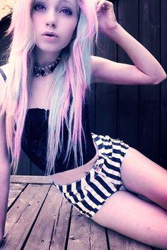 Chica emo pelo azul y rosado Scene hair. Pastel Goth Fashion, Grunge Fashion, Cute Fashion, Look Fashion, Hipster Grunge, Soft Grunge, Pastel Grunge, Grunge Style, Hipster Outfits