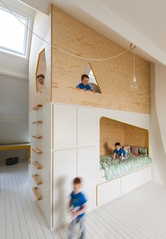 Modern Minimalist Kids Double-Decker Lofted Bed Design, Even though kids are small people, they have their own needs too. Like us, they also want to get things that they could call their own. Minimalist Kids, Minimalist Interior, Minimalist Bedroom, Bunk Bed Designs, Kids Bedroom Furniture, Furniture Design, Diy Bedroom, Modern Furniture, Bedroom Loft