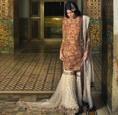 This gharara is just gorgous and so the jhoomer! Pakistani Couture, Pakistani Bridal Dresses, Indian Couture, Pakistani Outfits, Indian Dresses, Indian Outfits, Walima Dress, Asian Wedding Dress, Sari