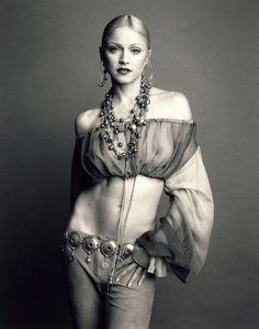 Мадонна для Vogue, 1992. Фото: Стивен Мейзел