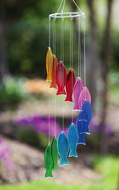 Features: -Made of glass and metal. -Use in garden. -Animal Theme. Product Type: -Wind chime and bell. Color: -Multi color. Style: -Contemporary. Material: -Glass/Metal. Theme: -Animal. Dimens