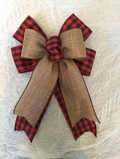 Ideas Party Decoracion Flowers Shabby Chic For 2019 Christmas Tree Bows, Rustic Christmas, Christmas Holidays, Christmas Decorations, Christmas Ornaments, Christmas Bunting, Plaid Christmas, Burlap Bows, Ribbon Bows