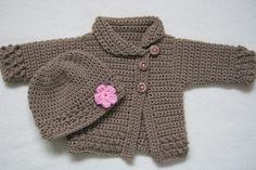 Se volete realizzare un cappottino da bimba all'uncinetto, ecco gli schemi e punti da usare per fare un piccolo cappotto facilissimo. A punto catenella, alto o traforato.
