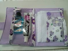 Kit de higiene médio com toalha de mão , decorada na mesma estampa. <br>Tamanho médio. <br>15cm x 19cm <br>Variação de estampas , escolha a sua !!!
