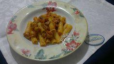 Rigatoni al ragù di tonno  http://www.lapulceeiltopo.it/forum/ricette-primi-piatti/1494-rigatoni-al-rag%C3%B9-di-tonno