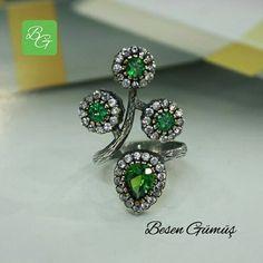 Özel Tasarım Ortası Açık Yeşil Taşlı Yüzük   Fiyat : 110.00 TL   SİPARİŞ için  www.besengumus.com  www.besensilver.com   İLETİŞİM için  Whatsapp : 0 544 641 89 77  Mağaza   : 0 262 331 01 70   Maden     : 925 Ayar Gümüş & Bronz  Taş        : Zirkon  Kaplama   : Oksit   Besen Gümüş   #besen #gümüş #takı #aksesuar #özel#tasarım #özeltasarım #kadıngümüş #kadınyüzük #izmit #kocaeli #istanbul #izmitçarşı #el #yapımı #ankara #istanbul #bursa #karaman #burdur #kastamonu #izmir…