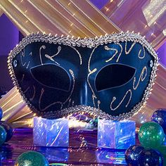 This Venetian Mask Standee will make a beautiful appearance at your next Mardi Gras themed Prom or specialty event.