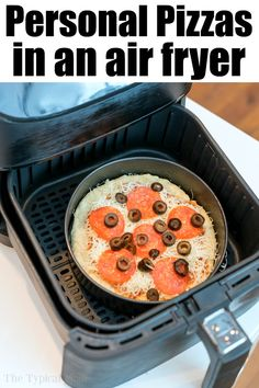 Air fryer pizza is super easy to do! Use semi homemade pizza crust and make these personal pizzas in less than 20 minutes flat. Air Fryer Recipes Wings, Air Fryer Wings, Air Fryer Oven Recipes, Air Frier Recipes, Air Fryer Dinner Recipes, Cooks Air Fryer, Air Fryer Review, Air Fried Food, Personal Pizza