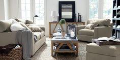 salon chaleureux avec canapé de Crete and Barrel