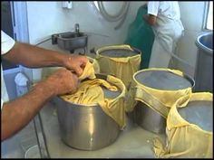 Queso Cheese, Cheese Bread, How To Make Cheese, Food To Make, Cheese Maker, Queso Fresco, Gouda, Wines, Food And Drink