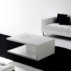 Mesa de centro M001. Es una mesa rectangular con un atractivo diseño.
