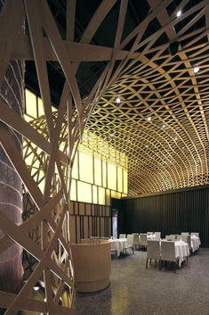 1304104991 tp 290411 07 Restaurante Revestido con una Malla Geométrica de Bamboo   Tang Palace Restaurant