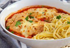 Kurczak szefa. Zapiekany z pomidorami i mozzarellą, niebo w gębie! PRZEPIS Mozzarella, Spaghetti, Ethnic Recipes, Food, Inspiration, Meal, Biblical Inspiration, Essen, Hoods