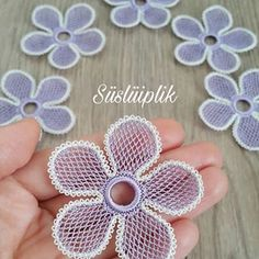 Crochet Flower Patterns, Baby Knitting Patterns, Crochet Flowers, Tatting, Needle Lace, Crewel Embroidery, Chain Stitch, Diy And Crafts, Crochet Necklace