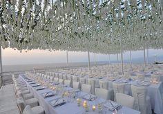 white wedding decor in Capri, Italy. design by sugokuii-events.com, photo by fotografidicapri.com