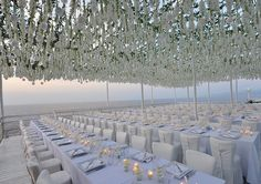 white wedding decor in Capri, Italy. design by sugokuii-events.com, photo by fotografidicapri.com