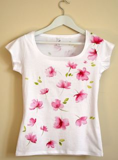 Pink flowers Hand Painted MYgarden Flowers por Christeesandtops We believe that tattooing can be a method that's been used since … Hand Painted Dress, Hand Painted Fabric, Painted Clothes, Dress Painting, T Shirt Painting, Fabric Painting, Ty Dye, Fabric Paint Designs, Paint Shirts