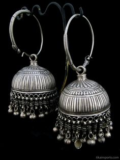 Antique Afghani Silver Hoops with dangling bells - Silver Jewelry Silver Jhumkas, Silver Jewellery Indian, Silver Jewelry, Silver Ring, Silver Earrings, Silver Hoops, Earrings Uk, Tribal Earrings, Jumka Earrings