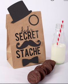 Father's Day DIY Gift Bag (Free Mustache Printable) + GC Giveaway it yourself gifts gifts made gifts handmade gifts Cool Fathers Day Gifts, Diy Father's Day Gifts, Father's Day Diy, Fathers Day Crafts, Happy Fathers Day, Craft Gifts, Gifts For Dad, Fathers Day Lunch, Fathers Day Ideas For Husband