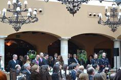 Los invitados contemplan la llegada de Rebeca. #boda #ceremonia
