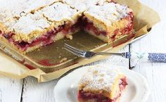 Brittle cake with plums Lunch Recipes, Great Recipes, Cake Recipes, Dessert Recipes, Desserts, Dessert Drinks, Party Drinks, Polish Recipes, Food Cakes